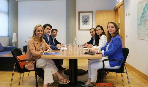 Las 'amistades peligrosas' de PP, Cs y Vox: la fórmula andaluza se va