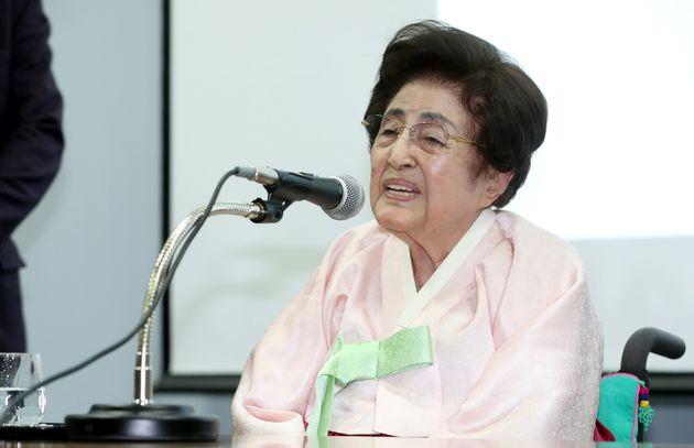 지난 2018년 1월 1일 서울 연세대학교 김대중도서관에서 열린 합동하례식에서 참석자들에게 덕담을 하는 이희호 여사의