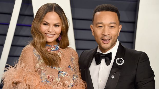 BEVERLY HILLS, CA - FEBRUARY 24:  Chrissy Teigen (L) and John Legend attend the 2019 Vanity Fair Oscar Party hosted by Radhika Jones at Wallis Annenberg Center for the Performing Arts on February 24, 2019 in Beverly Hills, California.  (Photo by Gregg DeGuire/FilmMagic)