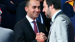 Salvini-Di Maio, stretta di mano contro