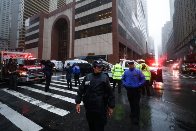 미국 맨해튼 54층 빌딩에 헬기가 추락했고 조종사가
