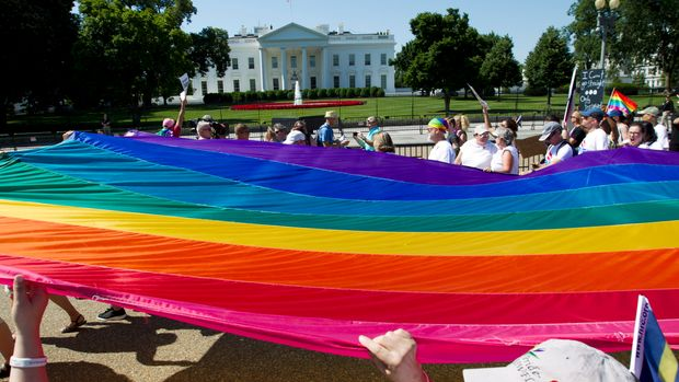 Demonstrators hold up a rainbow flag as they march outside of the White House during the  Equality March for Unity & Pride  parade in Washington DC, June 11, 2017. / AFP PHOTO / Jose Luis Magana        (Photo credit should read JOSE LUIS MAGANA/AFP/Getty Images)