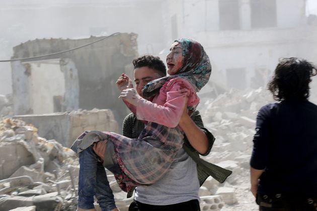 Νεκρά παιδιά σε αεροπορική επιδρομή του καθεστώτος Άσαντ στη