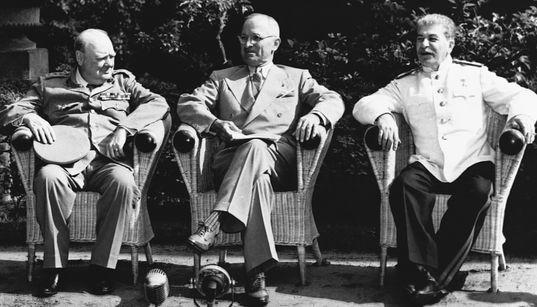 «Η εξουσία με ιατρική συνταγή»: Από τον Χίτλερ και τον Τσόρτσιλ μέχρι τον Στάλιν και τον
