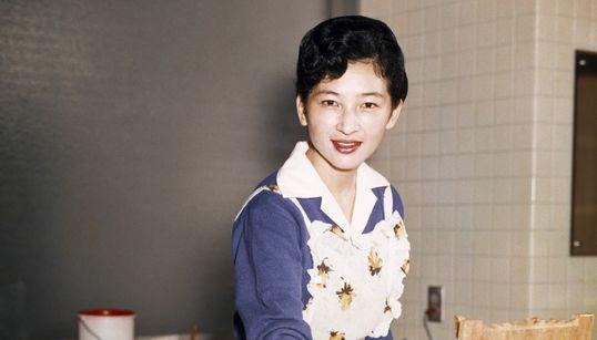 美智子さまの子育て「ナルちゃん憲法」とは 天皇陛下の幼き日々でふり返る(画像集)