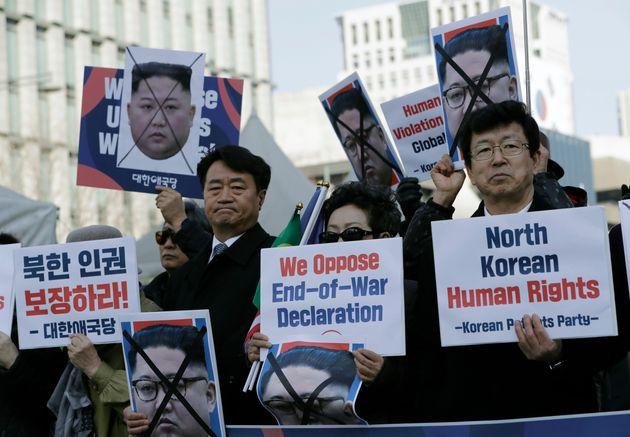 Des manifestants en Corée du Sud pour dénoncer les violations des droits de l'homme en...