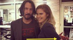 Keanu Reeves non tocca le donne che gli chiedono foto. I fan: