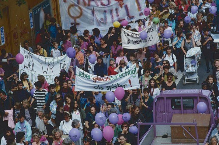 Il y a 28 ans, les citoyennes helvètes étaient descendues dans les rues pour défendre leurs droits. Aujourd'hui, le combat continue. (Photo prise le14 juin 1991 à Zurich)