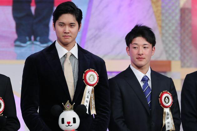 日ハムのドラフト1位の2人は、今年のはじめに顔を合わせ並んでいた。「テレビ朝日ビッグスポーツ賞」の表彰式に出席した米大リーグ・エンゼルスの大谷翔平選手(左)と吉田輝星投手(当時、秋田・金足農高)=2019年1月11日、東京都港区