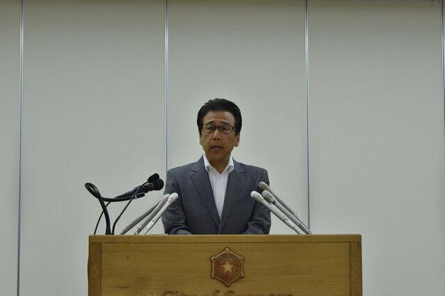 2歳児衰弱死について初めて記者会見する秋元克広市長=札幌市役所