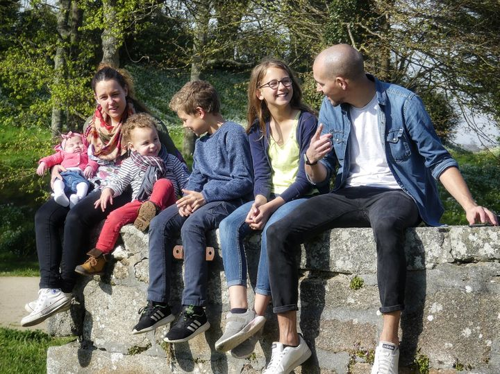 <i>Allan, sa femme et leurs enfants.</i>