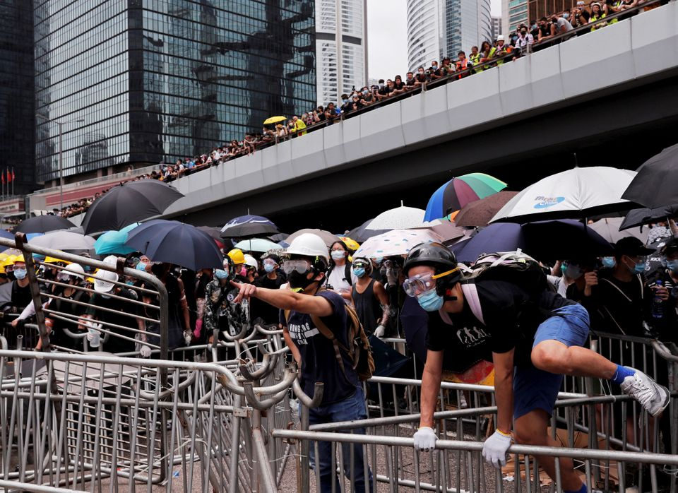 Χονγκ Κονγκ: Αναβολή στη συζήτηση του νομοσχεδίου για την έκδοση υπόπτων λόγω των μαζικών