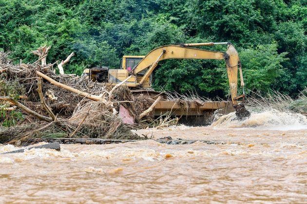 Τουλάχιστον 19 νεκροί από πλημμύρες στη νότια