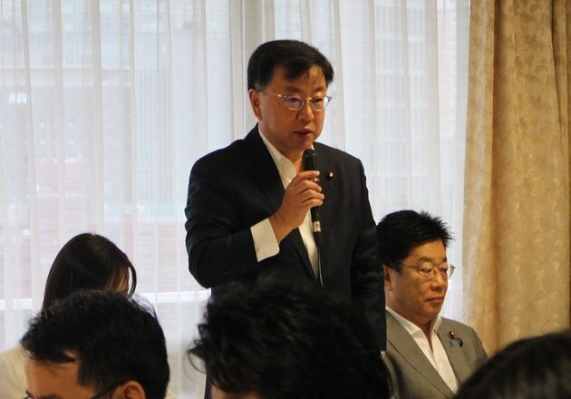 男性の育休「義務化」を目指す議員連盟の設立総会で決意を語る松野博一元文科相