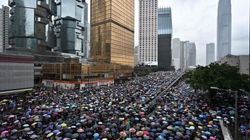Nuove proteste a Hong Kong, i manifestanti assediano il
