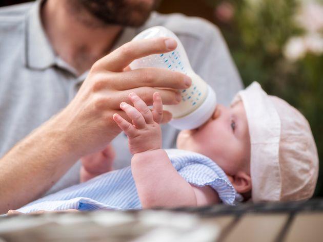 11日間の「父親休暇」があるフランスでは、取得期間延長の議論が進められています