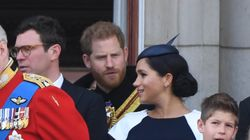 Meghan si distrae al Trooping the Colour e Harry la