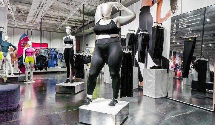 """""""Elle est immense, gargantuesque, énorme. Elle traîne sa graisse. [...] Elle n'est pas prête pour une course à pied. Elle ne peut pas courir."""" Voila comment l'article décrit la mannequin en image."""