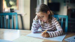 Cómo ayudar a sus hijos en las tareas escolares sin hacerles los