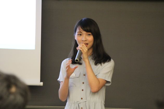 独学で身につけたという流暢な日本語で話す