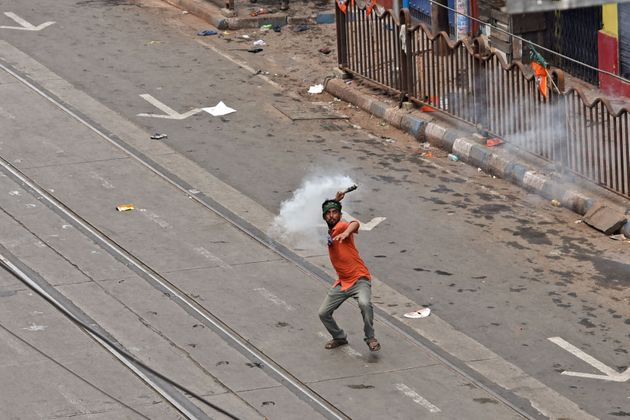 Kolkata Cops Use Tear Gas, Water Canons On BJP Protesters, Governor To Meet Political