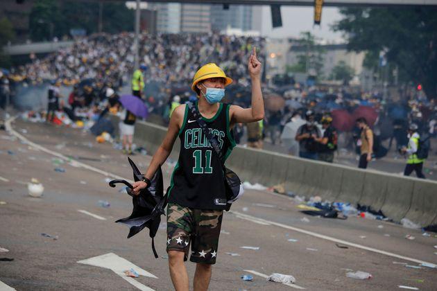Χονγκ Κονγκ: Εταιρεία απέσυρε προσφορά ύψους 1,4 δις δολαρίων λόγω