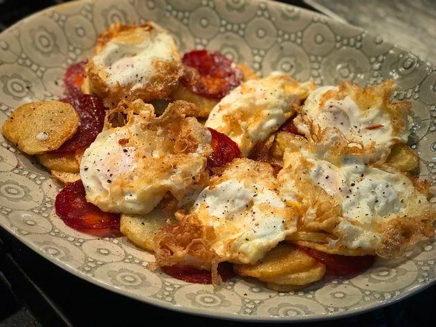 El secreto para hacer unos buenos huevos fritos con patatas y