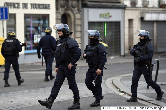 Saint Denis Siege: Livestream From Paris As Police Storm