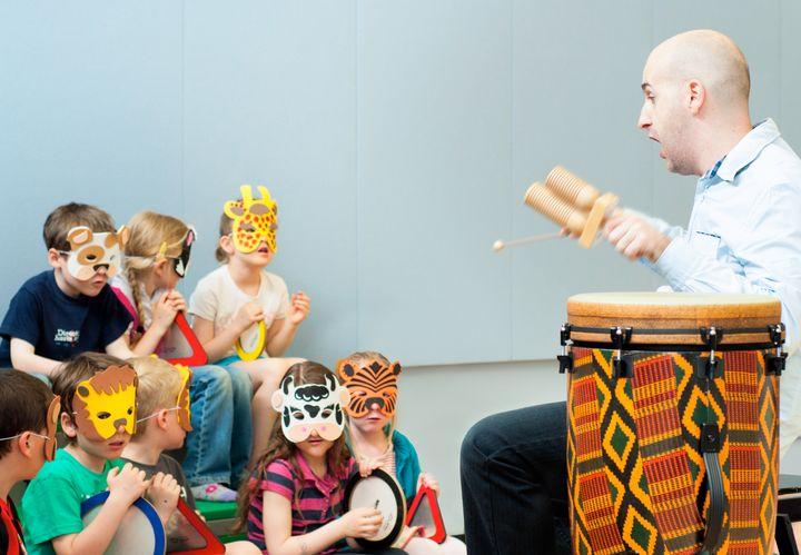 Le directeur de la Chaire de recherche du Canada en musique et apprentissage, Jonathan Bolduc