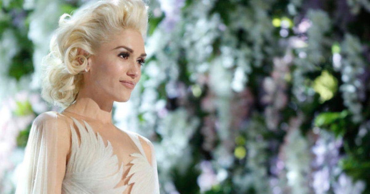 Gwen Stefani Wears Wedding Dress For Emotional Used To Love You