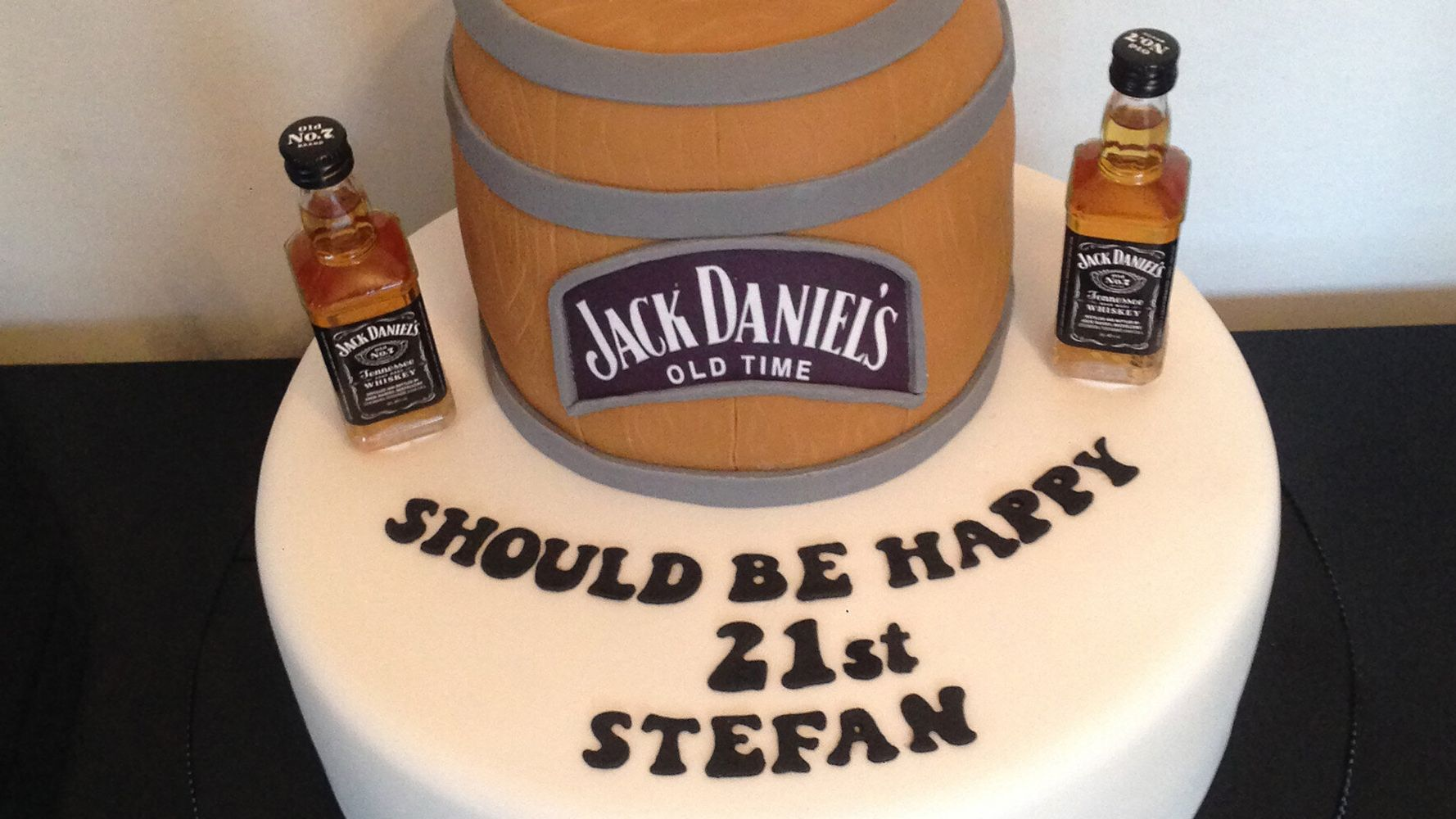 Tremendous This 21St Birthday Cake Fail Is Making Us Lol Huffpost Uk Life Personalised Birthday Cards Beptaeletsinfo