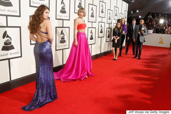 Grammy Awards 2016: Taylor Swift And Selena Gomez Have An Awkward Moment As They (Try To) Pose Together...
