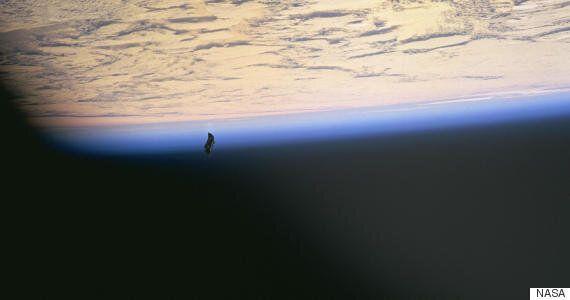 Photographer Captures Strange Organic-Looking UFO Over Costa
