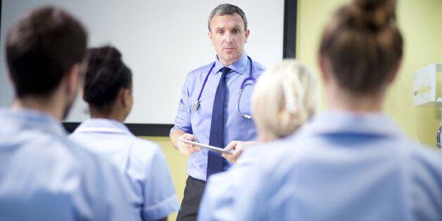doctor briefing nursing