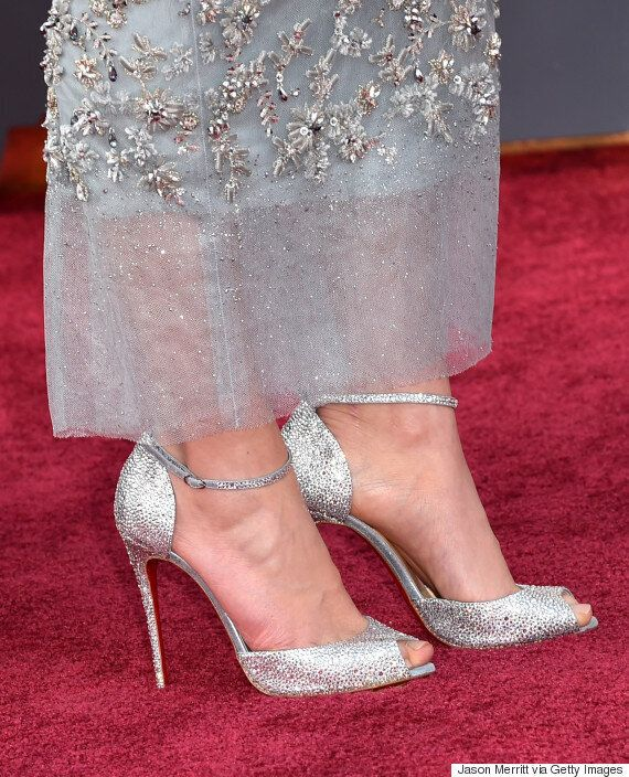 Oscars 2016: Daisy Ridley Is A Silver Siren In Chanel On The Academy Awards Red