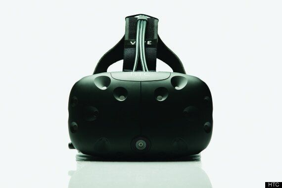 Kid Tries HTC Vive Virtual Reality Headset For The First Time And Is Blown