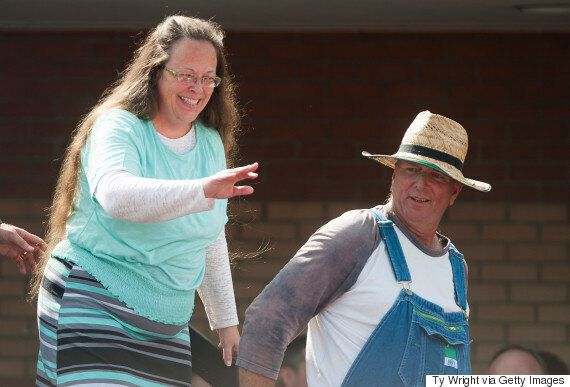 Kentucky Clerk Kim Davis Offered 'Security Detail' By Armed 'Patriot' Militia, The Oath