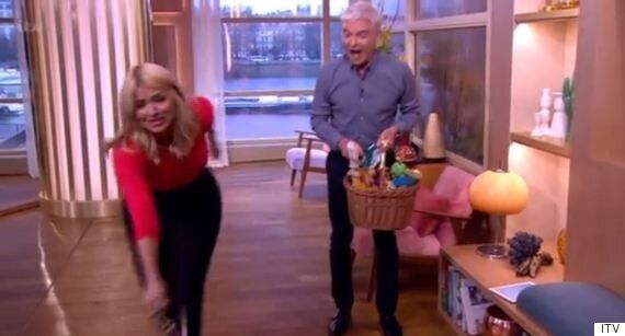 Holly Willoughby Nearly Falls Over On 'This Morning' Thanks To Phillip Schofield's Dog