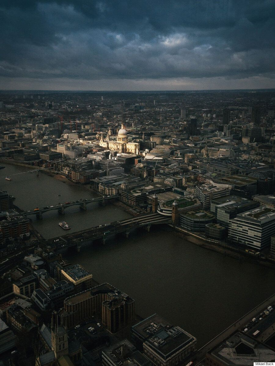 Photographer Takes Once In A Life Time Photo Over London From The Top Of The