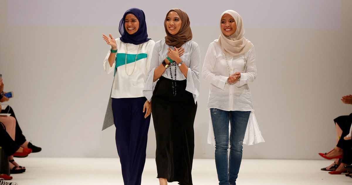 Does The Hijab Have A Place At London Fashion Week Designers Mimpikita Prove It Does Huffpost Uk