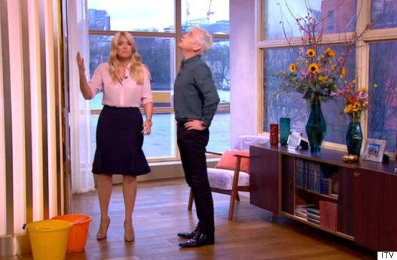 Holly Willoughby And Phillip Schofield Suffer Live 'This Morning' Mishap, As Water Leaks In