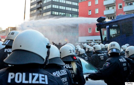 Cologne New Year's Eve Attacks Spark PEGIDA Protest As Merkel Proposes Tightening