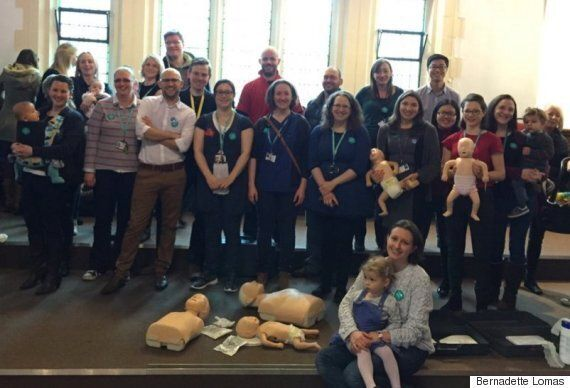 Junior Doctors Strike: NHS Workers Teach Public CPR During Protest Over Jeremy Hunt Contract