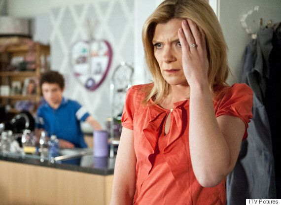 'Coronation Street' Spoiler: Simon Barlow Lashes Out At Leanne Battersby Following Fire Drama