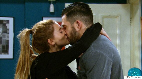 'Emmerdale' Spoiler: Pete Or Ross Barton? Debbie Dingle Continues To Wrestle With Her Feelings