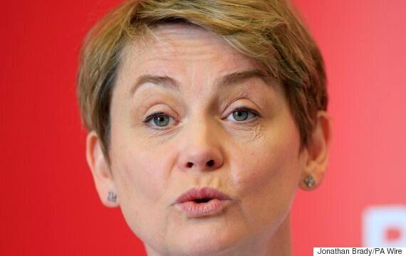 Refugee Crisis: Hundreds In UK Offer Beds To Syrians As Yvette Cooper Fears Children Will 'Freeze To...