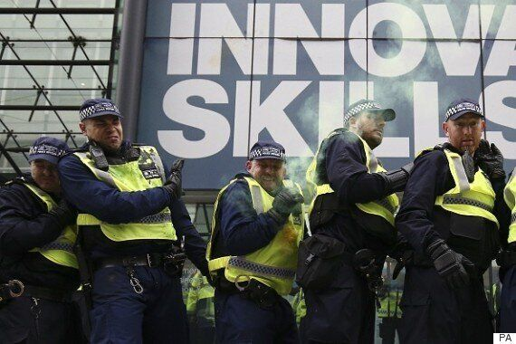 Student Protest London: Police Kettle Protesters After Home Office Hit By Smoke