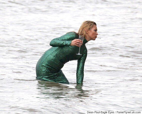 'Absolutely Fabulous': Kate Moss Films Cameo... In The Thames. AMAZING