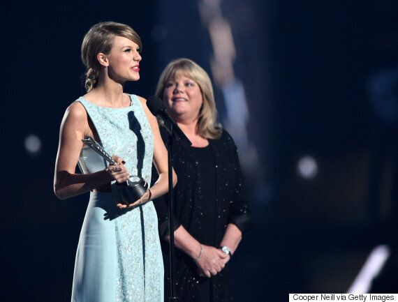 Taylor Swift's Mum Andrea Gives Emotional Speech At American Country Music Awards