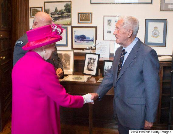 Queen Meets Second World War Pilot Allan Scott Who She Told Off 72 Years